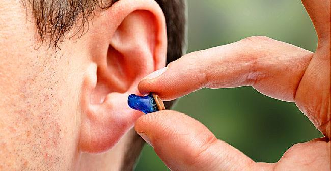 Qual é o preço de um aparelho auditivo no mercado?